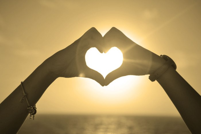 img_self-acceptance_hands-heart